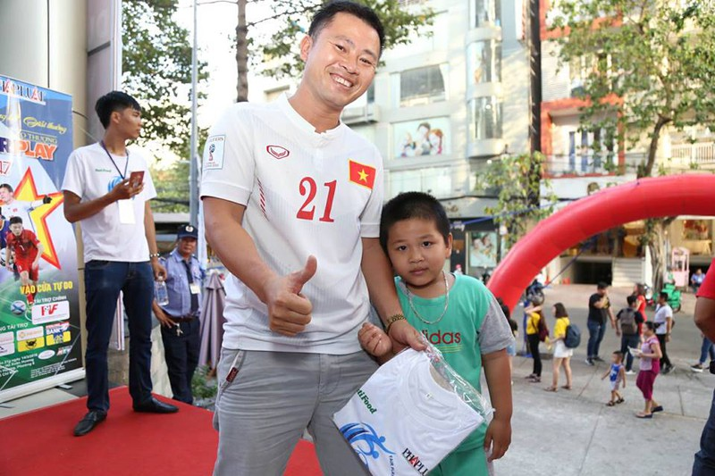 Văn Toàn giành cú đúp giải thưởng Fair Play 2017 - ảnh 58