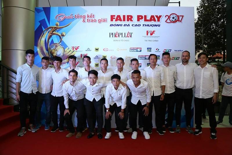 Văn Toàn giành cú đúp giải thưởng Fair Play 2017 - ảnh 19