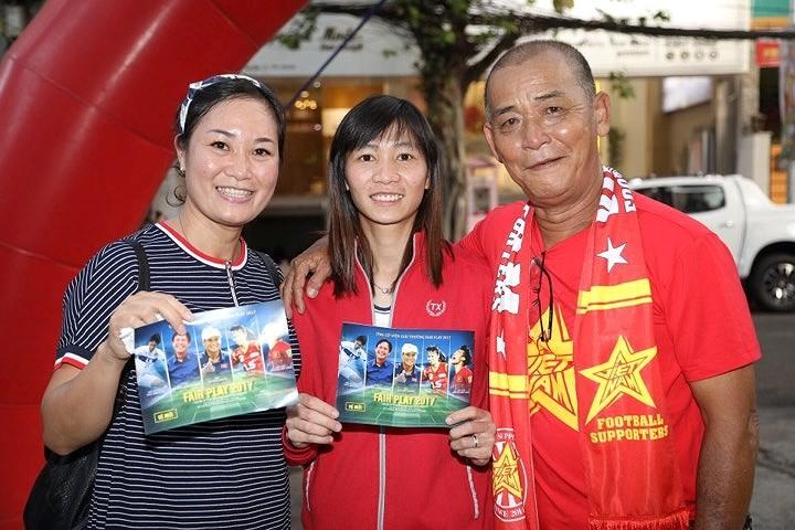 Văn Toàn giành cú đúp giải thưởng Fair Play 2017 - ảnh 30
