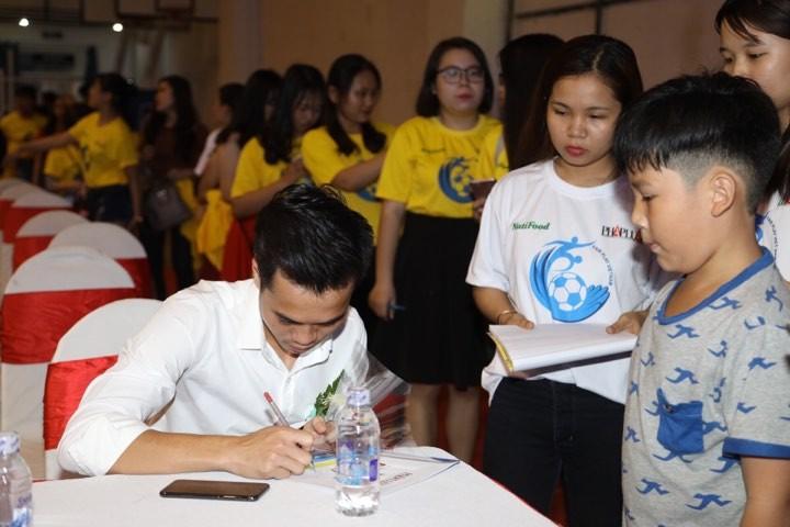 Văn Toàn giành cú đúp giải thưởng Fair Play 2017 - ảnh 18