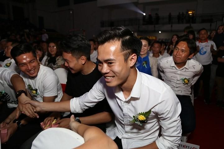 Văn Toàn giành cú đúp giải thưởng Fair Play 2017 - ảnh 1