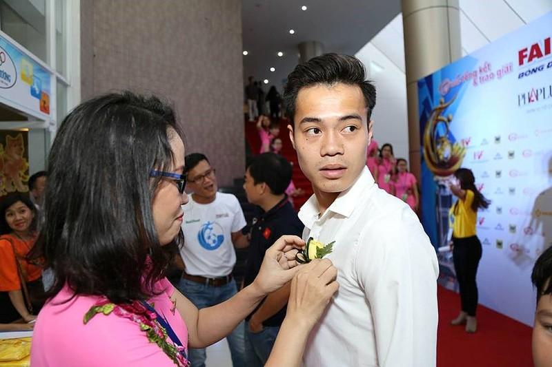 Văn Toàn giành cú đúp giải thưởng Fair Play 2017 - ảnh 45