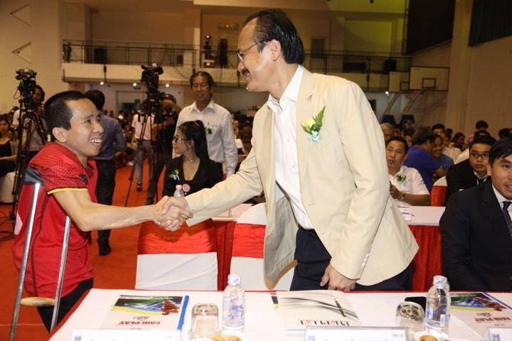 Văn Toàn giành cú đúp giải thưởng Fair Play 2017 - ảnh 17
