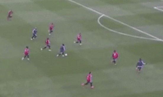 7 cầu thủ Argentina bao vây vẫn không ngăn nổi Messi - ảnh 1