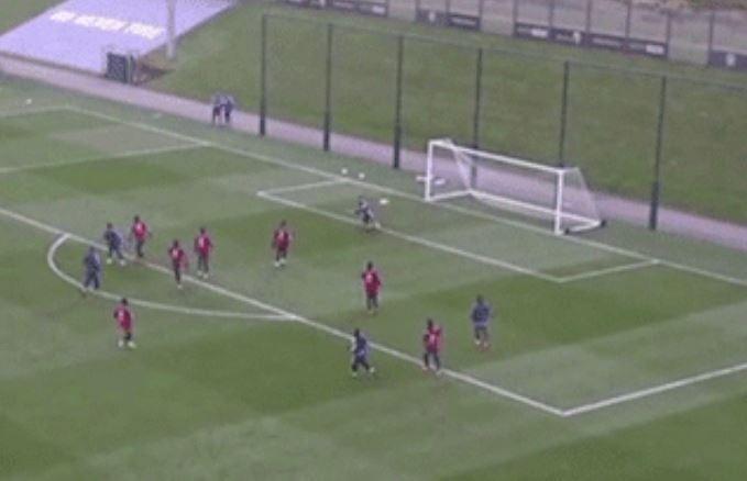 7 cầu thủ Argentina bao vây vẫn không ngăn nổi Messi - ảnh 3