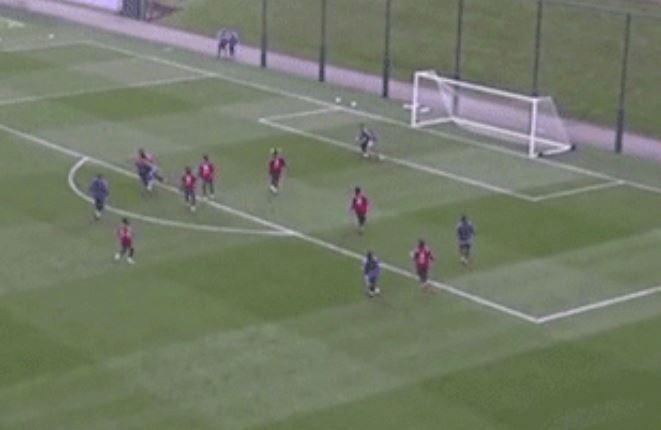 7 cầu thủ Argentina bao vây vẫn không ngăn nổi Messi - ảnh 2