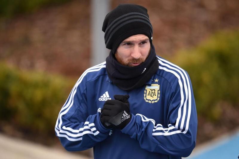 7 cầu thủ Argentina bao vây vẫn không ngăn nổi Messi - ảnh 4
