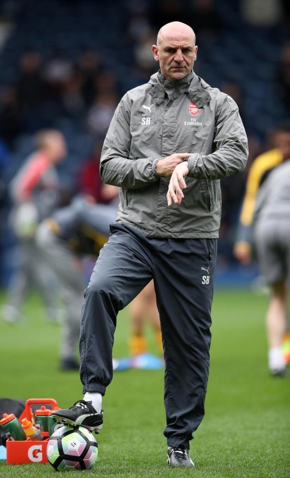 HLV Arsene Wenger bất ngờ bỏ họp báo vì… mất giọng - ảnh 2