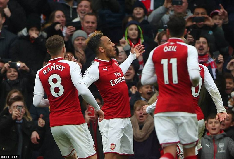 Tranh cãi Lacazette dùng tay ôm bóng, Arsenal hưởng 11m - ảnh 3