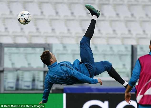 Real công bố video Ronaldo tung người móc bóng... lỗi - ảnh 1