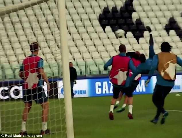 Real công bố video Ronaldo tung người móc bóng... lỗi - ảnh 2