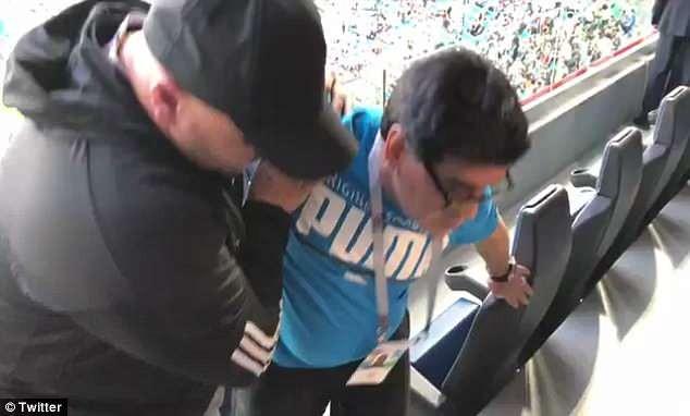 Maradona: Bác sĩ khuyên tôi ra về nhưng làm sao tôi có thể đi - ảnh 2