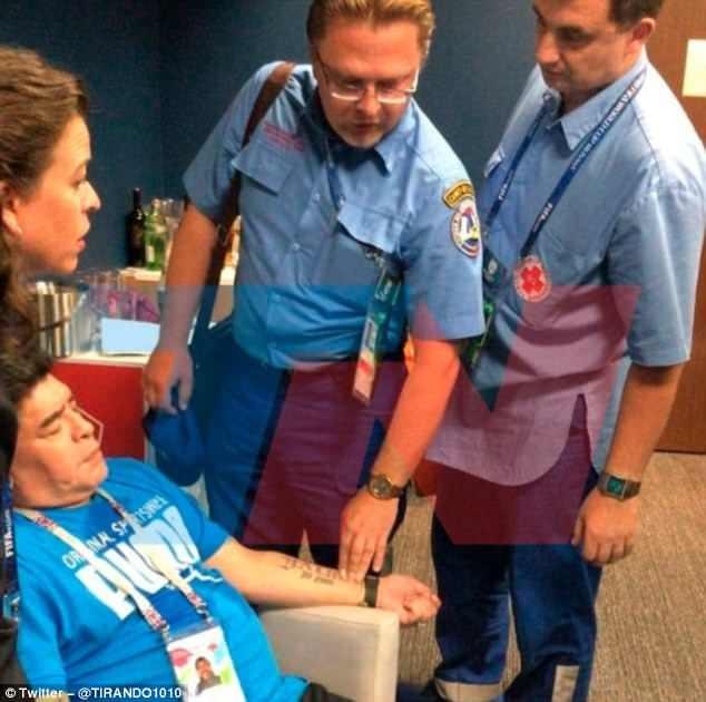 Maradona: Bác sĩ khuyên tôi ra về nhưng làm sao tôi có thể đi - ảnh 5