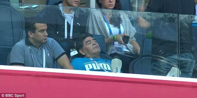 Maradona: Bác sĩ khuyên tôi ra về nhưng làm sao tôi có thể đi - ảnh 12