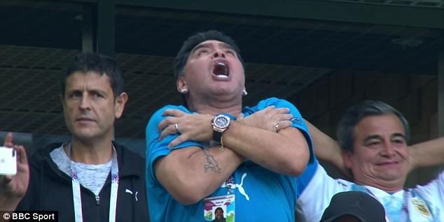 Maradona: Bác sĩ khuyên tôi ra về nhưng làm sao tôi có thể đi - ảnh 11