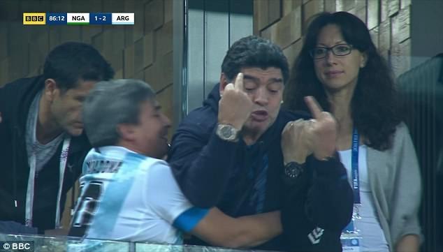 Maradona: Bác sĩ khuyên tôi ra về nhưng làm sao tôi có thể đi - ảnh 13