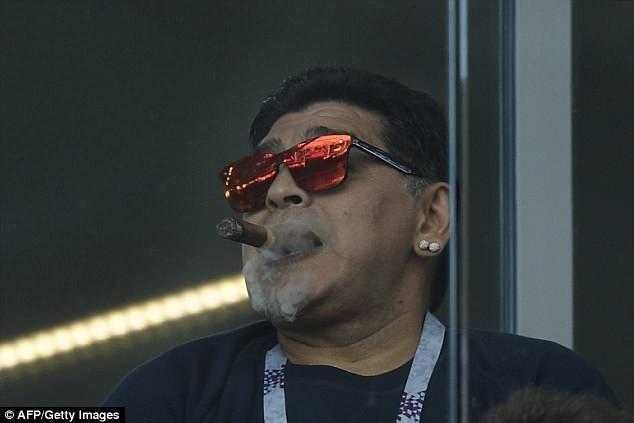 Maradona: Bác sĩ khuyên tôi ra về nhưng làm sao tôi có thể đi - ảnh 8