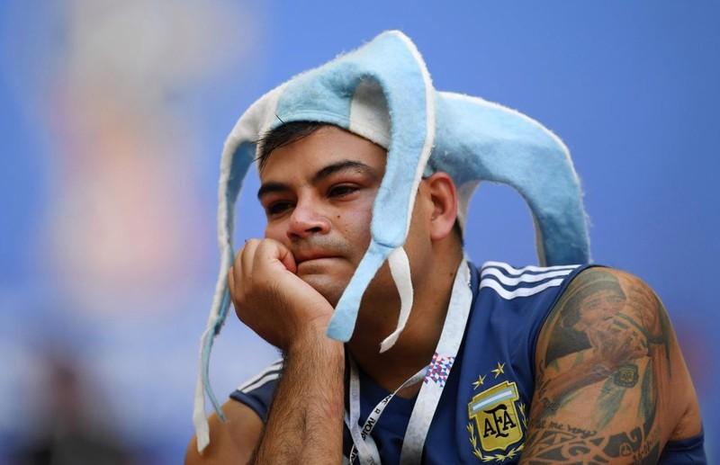 Fan khóc hết nước mắt vì Argentina và Messi chia tay World Cup - ảnh 10