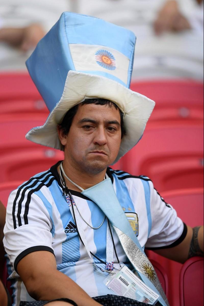 Fan khóc hết nước mắt vì Argentina và Messi chia tay World Cup - ảnh 14