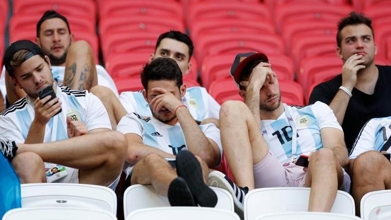 Fan khóc hết nước mắt vì Argentina và Messi chia tay World Cup - ảnh 16