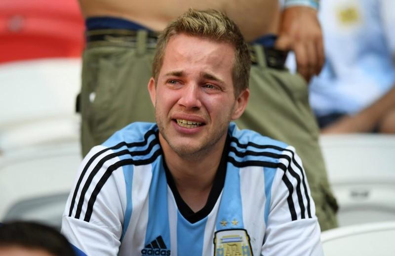 Fan khóc hết nước mắt vì Argentina và Messi chia tay World Cup - ảnh 2