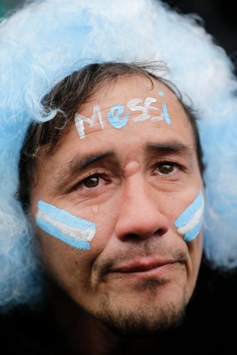 Fan khóc hết nước mắt vì Argentina và Messi chia tay World Cup - ảnh 3