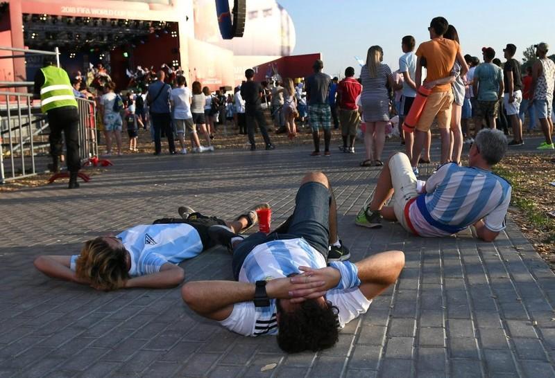 Fan khóc hết nước mắt vì Argentina và Messi chia tay World Cup - ảnh 6