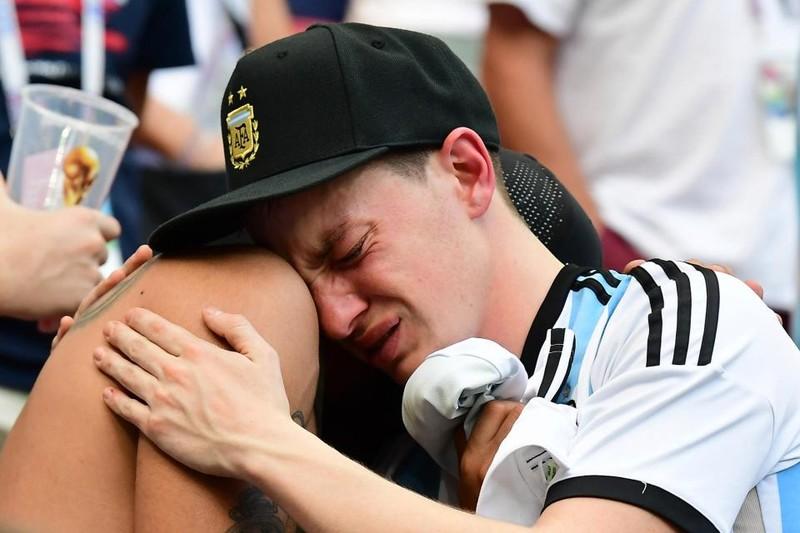 Fan khóc hết nước mắt vì Argentina và Messi chia tay World Cup - ảnh 7