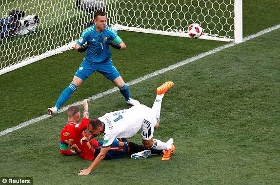 Nga tử thủ chờ penalty, Ramos khóc hận vì Akinfeev - ảnh 4
