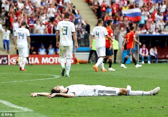 Nga tử thủ chờ penalty, Ramos khóc hận vì Akinfeev - ảnh 14