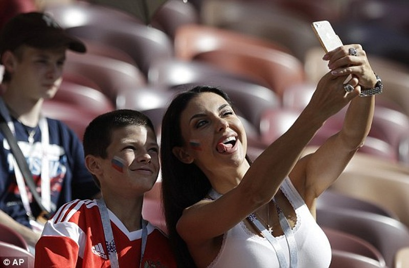 Nga tử thủ chờ penalty, Ramos khóc hận vì Akinfeev - ảnh 2