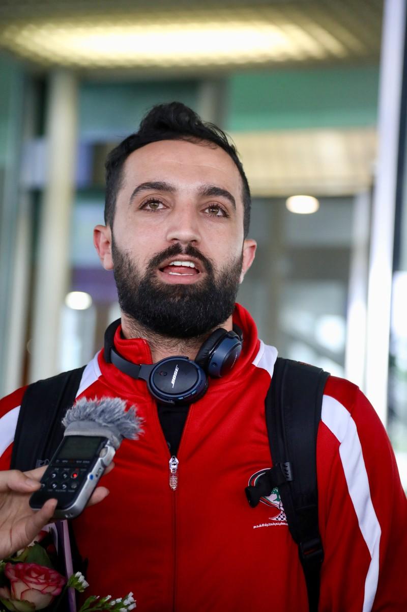 Chùm ảnh Palestine đặt chân đến Nội Bài 'đấu' U-23 Việt Nam - ảnh 2
