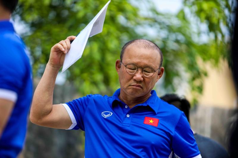 Olympic VN lại tập 'chay', HLV Park Hang-seo căng thẳng - ảnh 8