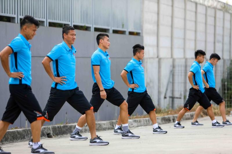 Olympic VN lại tập 'chay', HLV Park Hang-seo căng thẳng - ảnh 5