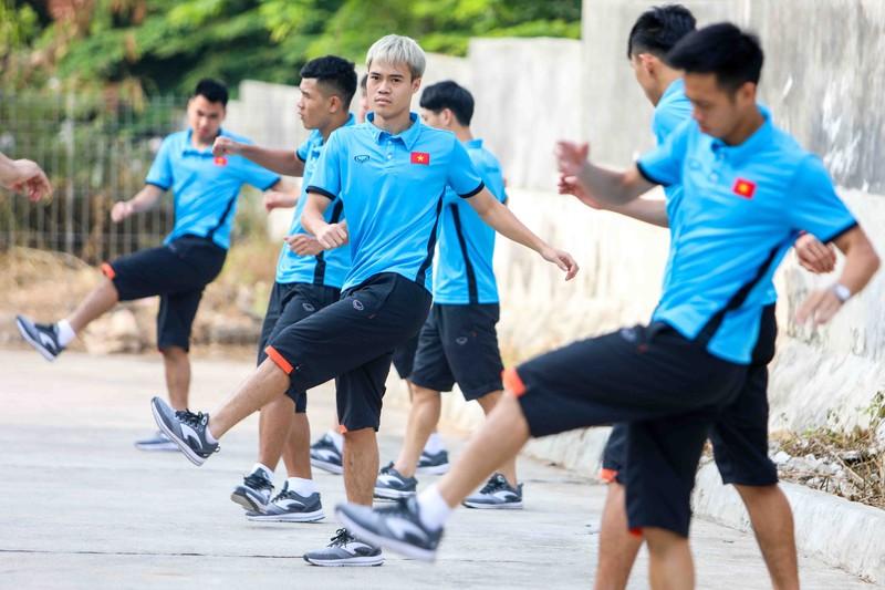Olympic VN lại tập 'chay', HLV Park Hang-seo căng thẳng - ảnh 6