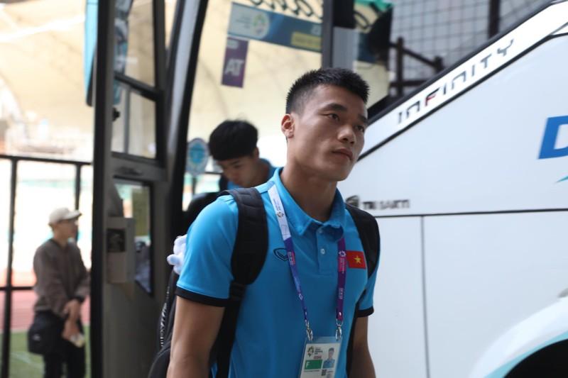 Nóng: Hình ảnh Olympic Việt Nam trên SVĐ Wibawa Mukti - ảnh 16