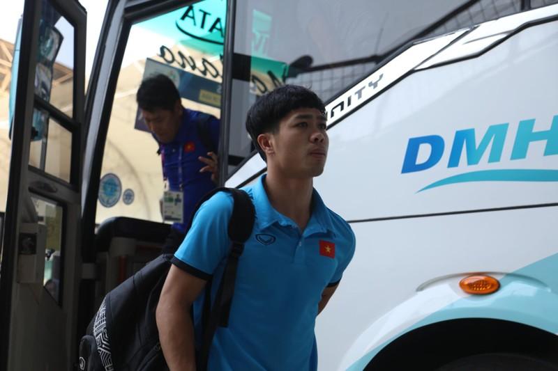 Nóng: Hình ảnh Olympic Việt Nam trên SVĐ Wibawa Mukti - ảnh 21
