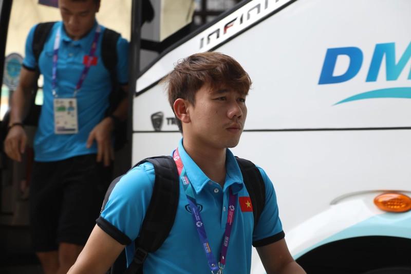 Nóng: Hình ảnh Olympic Việt Nam trên SVĐ Wibawa Mukti - ảnh 22