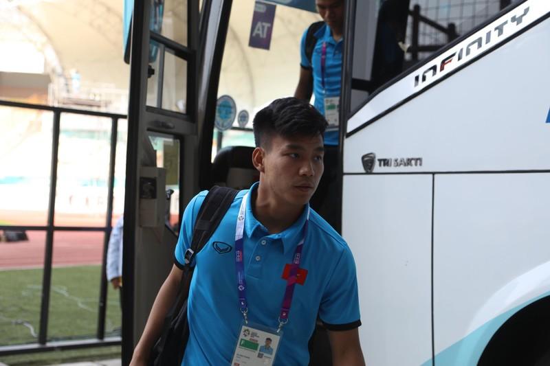 Nóng: Hình ảnh Olympic Việt Nam trên SVĐ Wibawa Mukti - ảnh 23