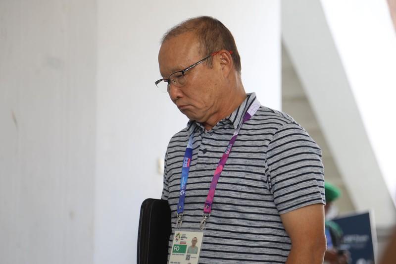 Nóng: Hình ảnh Olympic Việt Nam trên SVĐ Wibawa Mukti - ảnh 25