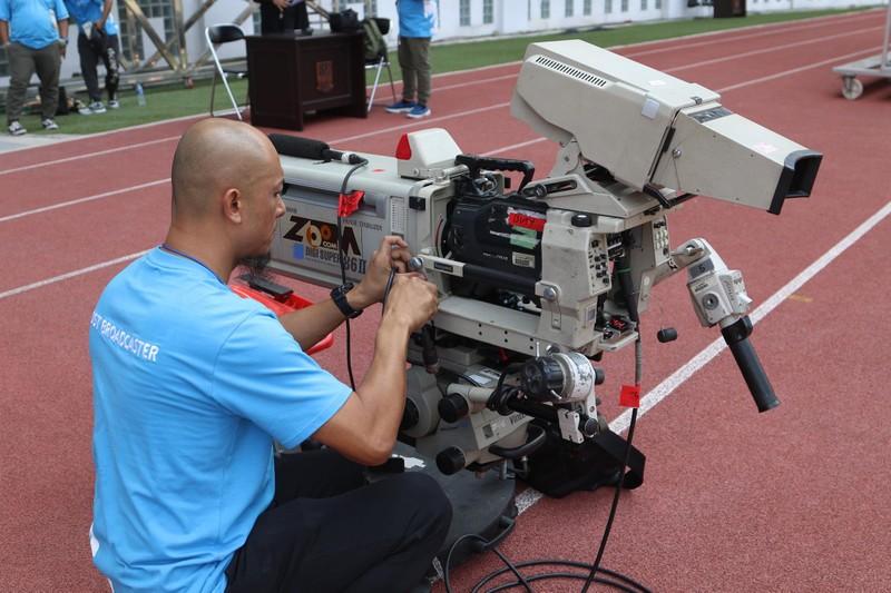 Nóng: Hình ảnh Olympic Việt Nam trên SVĐ Wibawa Mukti - ảnh 8