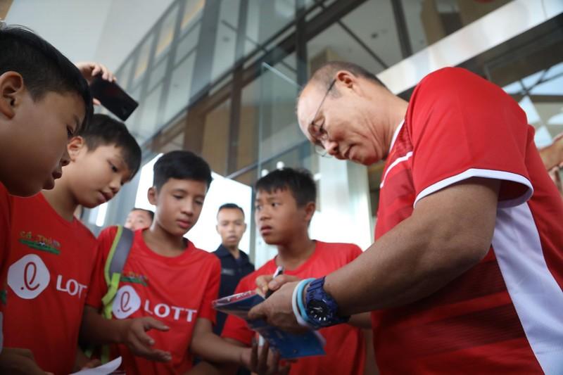 HLV Park Hang-seo mong Nepal ghi bàn vào lưới Olympic Việt Nam - ảnh 2