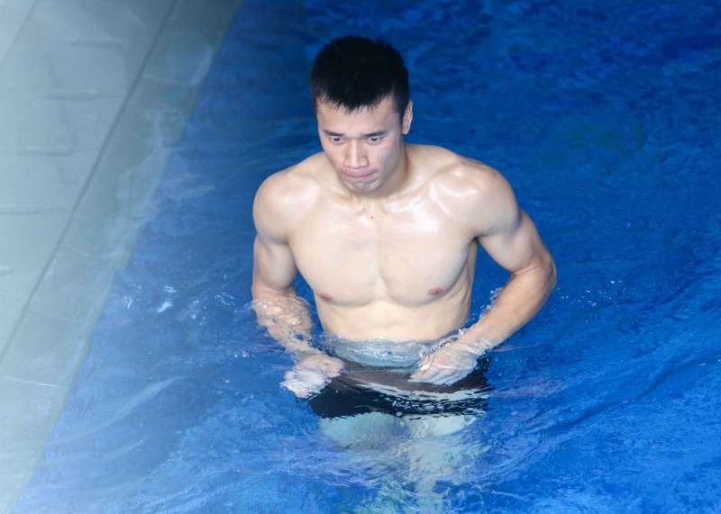 Olympic Việt Nam tập luyện ở hai nơi, ngâm nước đá hồi phục - ảnh 13