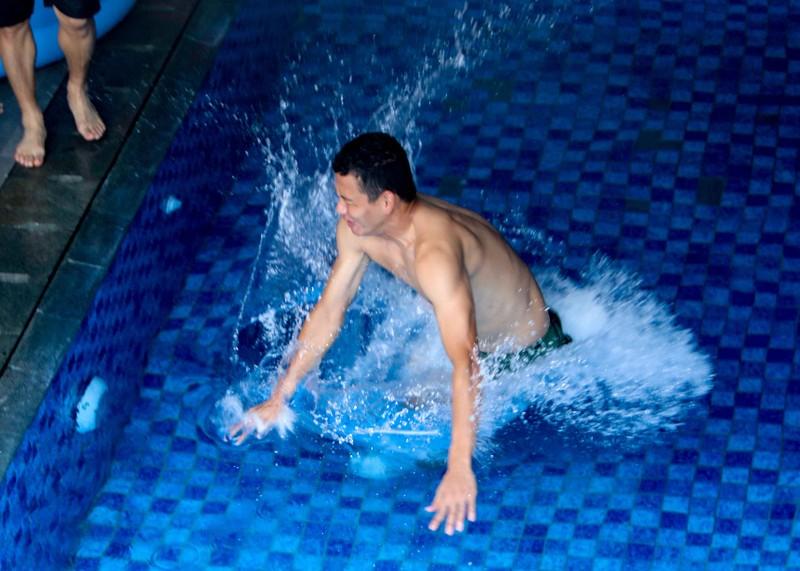 Olympic Việt Nam tập luyện ở hai nơi, ngâm nước đá hồi phục - ảnh 5