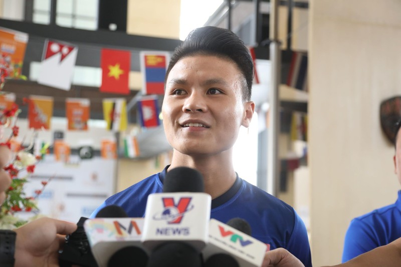 Olympic Việt Nam tập luyện ở hai nơi, ngâm nước đá hồi phục - ảnh 2