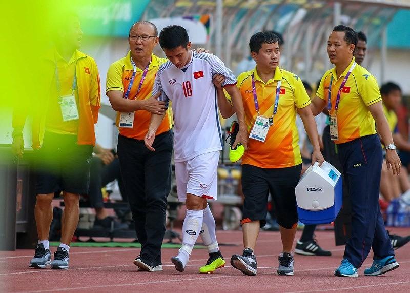Hùng Dũng không phải phẫu thuật, ở lại cùng Olympic Việt Nam - ảnh 1