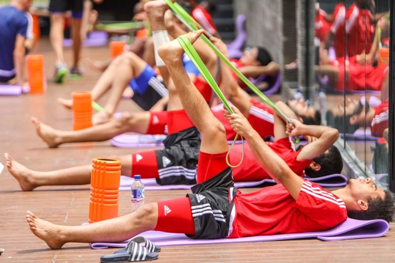 Gạt nỗi buồn, Olympic Việt Nam lấy lại niềm vui trong hồ bơi - ảnh 2