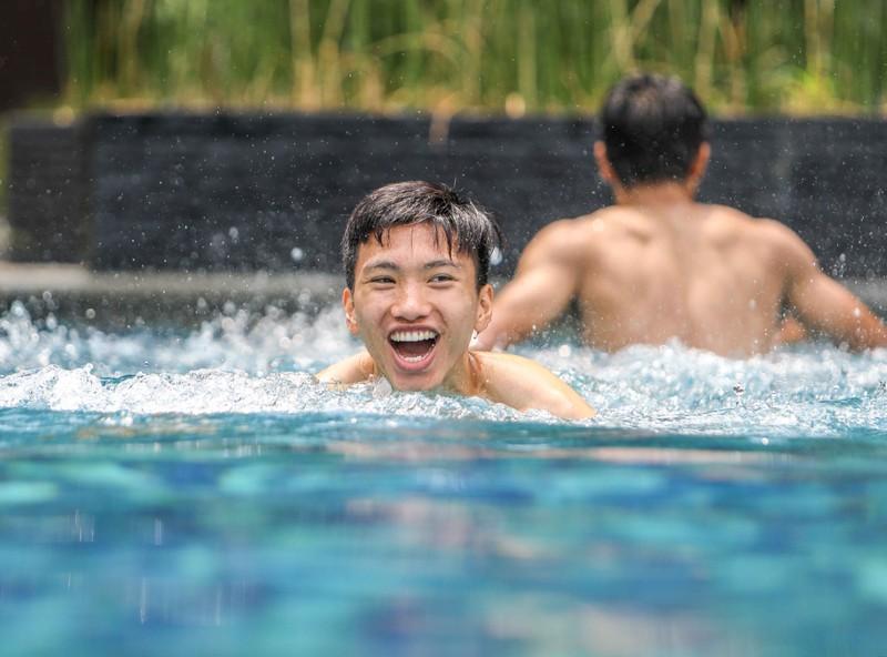 Gạt nỗi buồn, Olympic Việt Nam lấy lại niềm vui trong hồ bơi - ảnh 14