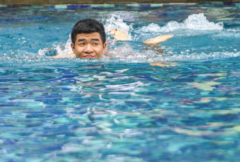 Gạt nỗi buồn, Olympic Việt Nam lấy lại niềm vui trong hồ bơi - ảnh 16