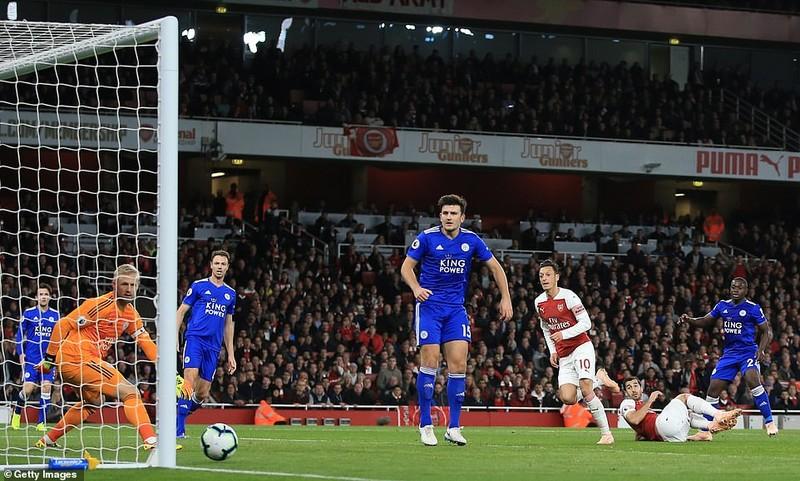Arsenal thắng 7 trận liền nhờ phong độ chói sáng của Ozil - ảnh 2